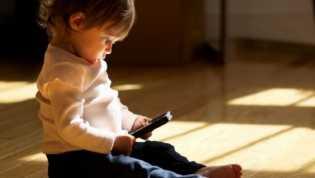 Hindari Penggunaan Smartphone Berlebihan Oleh Anak-anak