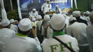 Rizieq 'batal' pulang, Amien Rais peringatkan 'Jokowi jangan macam-macam'