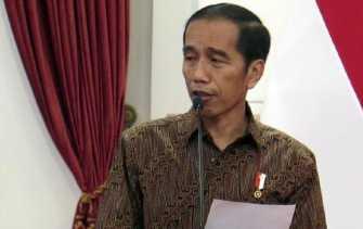 Jokowi Tetap Berdiri saat Mars Perindo Dilantunkan
