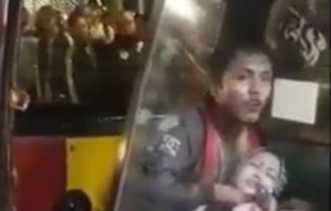 Video Wanita Sedang Gendong Anak Ditodong Pisau Dileher Dalam Angkot