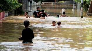 Banjir Mulai Surut, Berbagai Penyakit Serang Warga