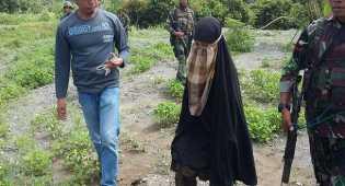 Istri Santoso didampingi Polwan, Selama dirawat di RS Bhayangkara