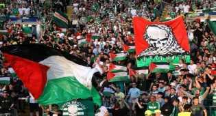 Aksi suporter Celtic kibar bendera Palestina saat jamu klub Israel
