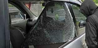 Braak! Bandit Pecah Kaca Beraksi di Parkiran Toko Jalan Tuanku Tambusai Pekanbaru, Tas dalam Mobil D
