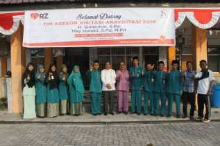 Raih Akreditasi A, Dewan Guru SMP Juara Terharu