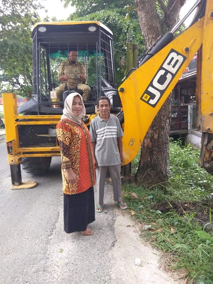 Warga Cipta Karya Curhat Persoalan Banjir ke Hj Yurni