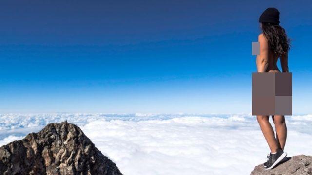 Posting Foto Telanjang di Gunung Taranaki, Model ini Bikin Warga Maori Naik Pitam