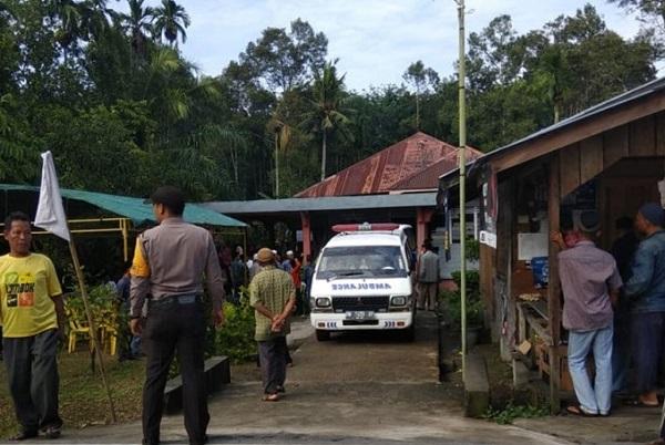 Jenazah Penyerang Polda Riau Dijemput Keluarga Subuh Tadi