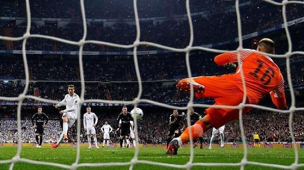 Penalti 'Tendangan Voli' Cristiano Ronaldo Ramai Dibicarakan