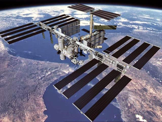 Pesawat Pengangkut Barang Rusia Merapat ke Stasiun Luar Angkasa