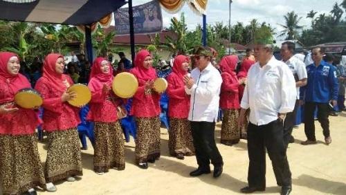 Sampai di Duri, Cawagubri Rusli Effendi Disambut Musik Rebana Ibu-ibu Kelurahan Raja Sakti