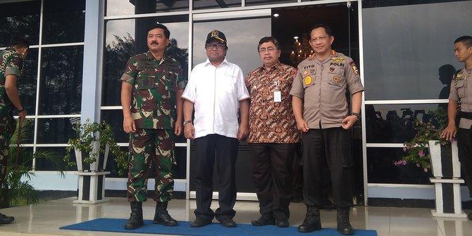 Masih ditemukan jalan 'tikus', perbatasan Entikong dijaga ketat TNI-Polri
