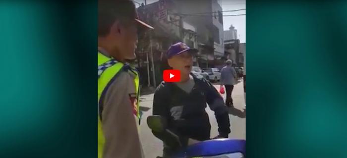 Viral, Polisi Tua Dibentak Pengendara yang Lawan Arus
