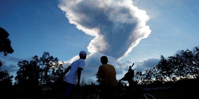 Sejumlah wilayah di Jateng dan Yogya tertutup abu vulkanik Gunung Merapi