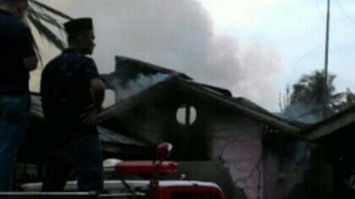 Diduga Akibat Kosleting Listrik, Sebuah Rumah di Desa Bukit Ranah Kampar Ludes Terbakar