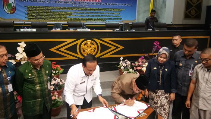 DPRD Pekanbaru Sahkan APBD-P Kota Pekanbaru Tahun 2018 Rp2,659 Triliun