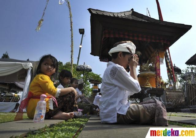 Tradisi upacara Pujawali IX di Pura terbesar di Pulau Jawa